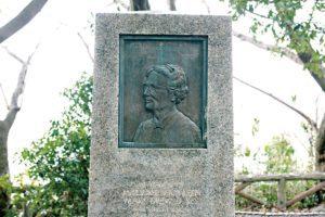 Em memoria de Katheleen Mary Drew-Baker um monumento foi erguido em 1963 no santuário de Sumiyoshi.