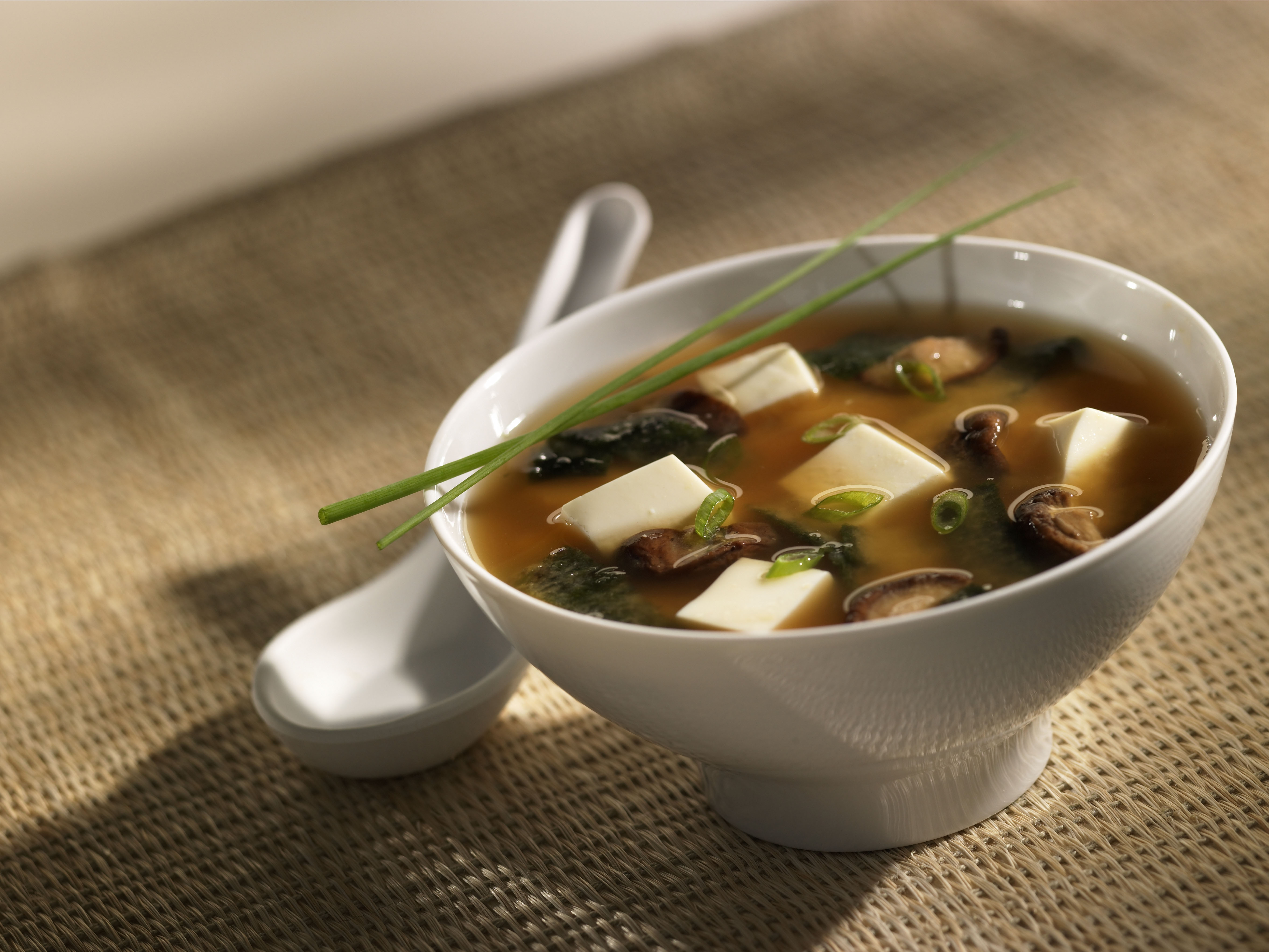 Como fazer Missoshiro a tradicional sopa japonesa - Sushibilidade ...